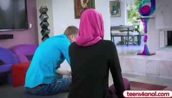 Arab cam girl masturbate